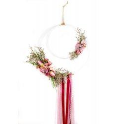 wianek dekoracyjny z wstążkami